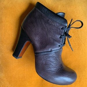 NWOT Chile Mihara Taupe/black leather bootie sz40